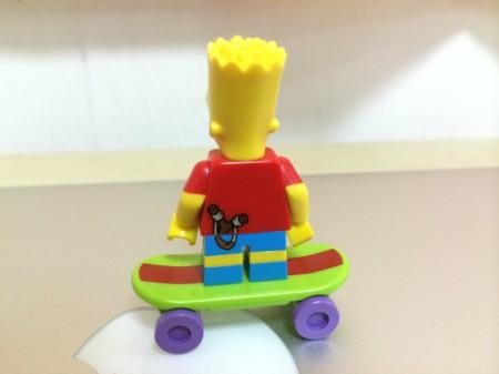 レゴミニフィギュア「バート」後ろ姿